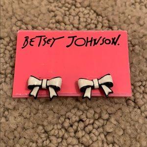 NWT Betsey Johnson Bow Earrings Black/White
